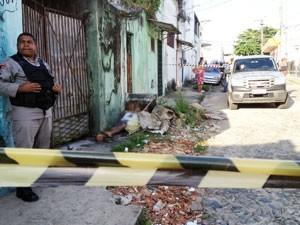Morador de rua foi encontrado morto em João Pessoa (Foto: Walter Paparazzo/G1)