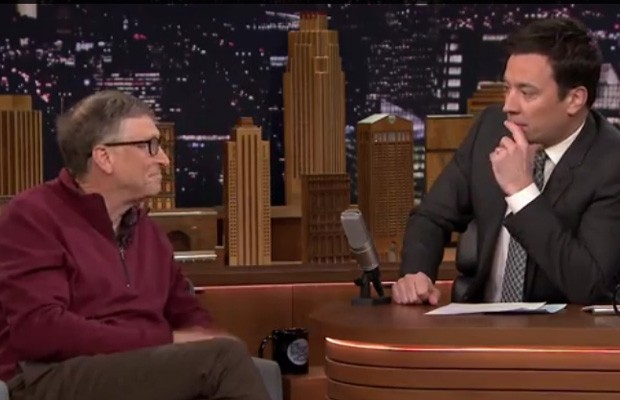 Bill Gates engana Jimmy Fallon e faz o apresentador beber água que antes tinha fezes