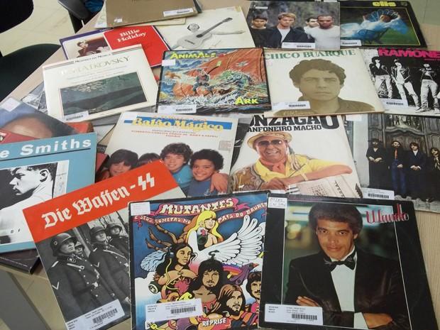 Discos catalogados pela bliblioteca da UnB vão da música clássica ao brega (Foto: Felipe Néri / G1)