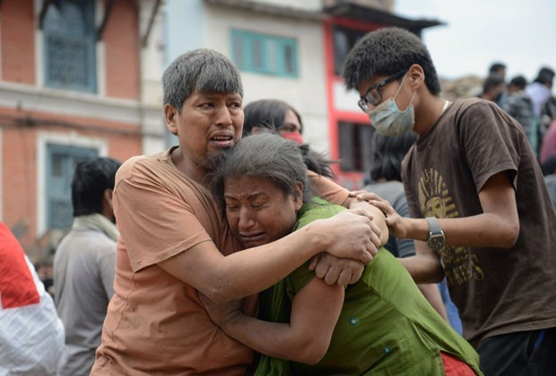 Um tremor intenso seguido por vários outros gerou um enorme estrago no Nepal  (Foto: Prakash Mathema/AFP)