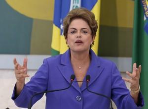 Dilma está reunida com ministros da articulação política