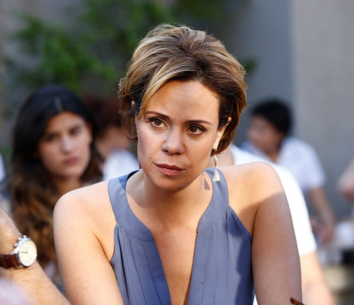 O cabelo curtinho de Vanessa Gerbelli como Ana, de 'Malhação', é pratico para arrumar e para cuidar (Foto: Raphael Dias / Gshow)