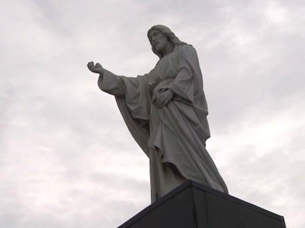Cristo da Barra foi tombado nesta quarta-feira (Foto: Reprodução / TV Bahia)