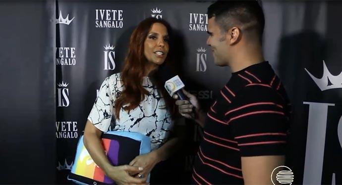 Helder Vilela em bate-papo com a cantora Ivete Sangalo (Foto: Reprodução/Rede Clube)