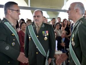 General Etchegoyen (ao centro), ao assumir o Estado-Maior do Exército em março de 2015 (Foto: Ministério da Defesa/Divulgação)