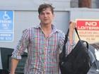 Ashton Kutcher é clicado pela primeira vez após ser pai