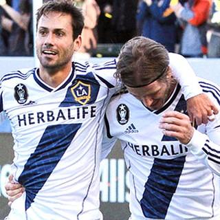 Marcelo Sarvas e Beckham na partida do LA Galaxy (Foto: Divulgação / Site Oficial do LA Galaxy)