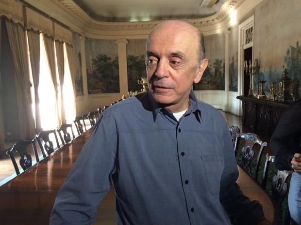 Ministro em exercício das Relações Exteriores, José Serra chega ao Palácio do Itamaraty, no Rio (Foto: Nicolas Satriano/G1)