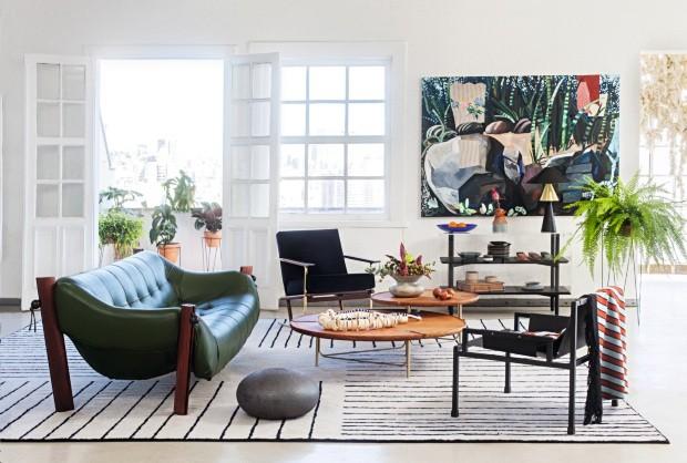 Móveis brasileiros, novos e clássicos, dão fama à casa confortável dos sonhos (Foto: Roberto Cecato)