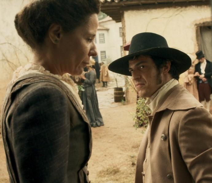 Rubião vai até a casa de Xavier procurar ouro (Foto: TV Globo)