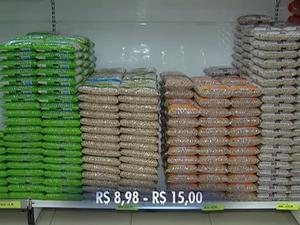 Preço do feijão varia varia de R$ 8,98 a R$ 15 (Foto: Reprodução/TV Anhanguera)