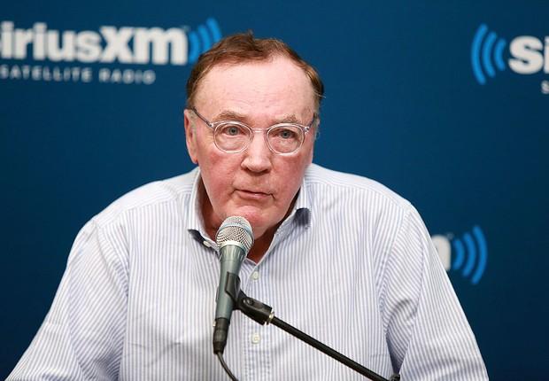 O escritor James Patterson durante entrevista para a SiriusXM (Foto: Robin Marchant/Getty Images for SiriusXM)