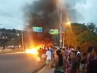 Protesto por falta d'água no bairro da Macaxeira fecha faixa da Av. Norte
