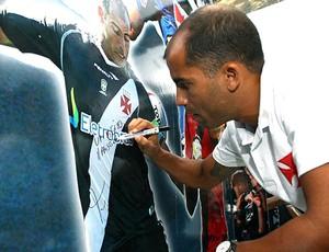Felipe, loja Vasco da tijuca (Foto: Marcelo Sadio / Flickr Vasco)