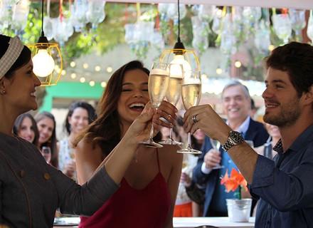 Mari e Ben brindam o sucesso do Cebola Brava com Olga