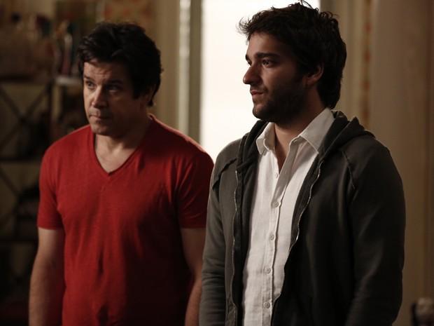Jonas revela para ex que encontrou o filho deles (Foto: Inácio Moraes/Gshow)