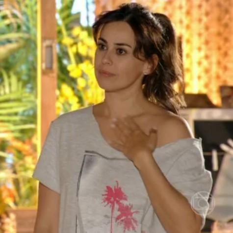 Daniela Escobar em cena de 'Flor do Caribe' (Foto: Reprodução)