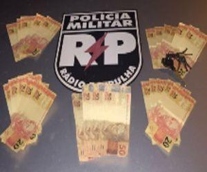 Dinheiro falso é apreendido com homem no Siqueira Campos  (Foto: PM/SE)