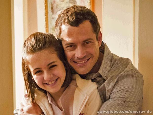A cumplicidade dos atores é fundamental para viverem pai e filha (Foto: Amor à Vida / TV Globo)