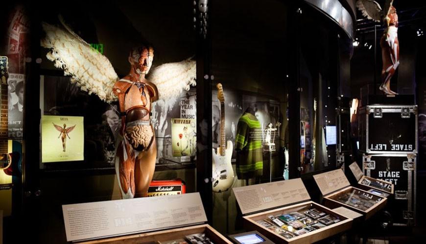 Mostra tem mais de 150 objetos entre fotos, roupas, vdeos, discos e muito mais (Foto: Divulgao/Museum of Pop Culture)