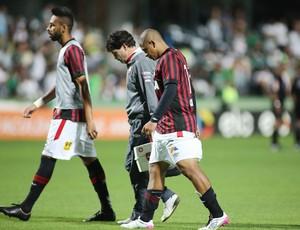 walter sai de campo coritiba x atlético-pr brasileiro (Foto: Giuliano Gomes/PR Press)