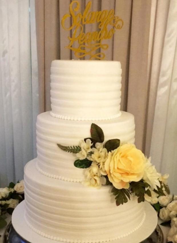 Bolo de casamento de Sol Almeida e Leandro Andriani (Foto: Reprodução/Instagram)