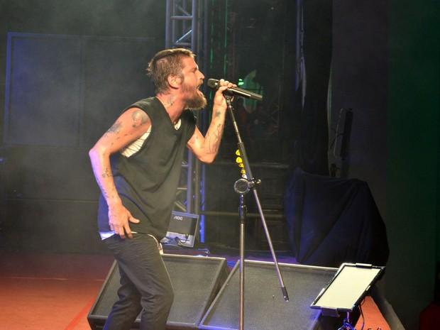 Salto Fernandes é o segundo a se apresentar no Fest Verão Sergipe (Foto: Marina Fontenele/G1)