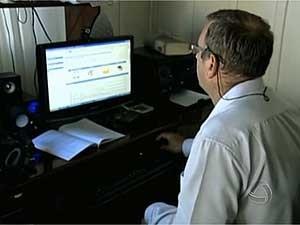 Aluno de curso de ensino à distância (Foto: Reprodução TV Centro América)