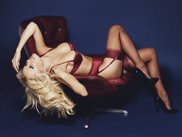 Pamela Anderson em ensaio para a Coco de Mer (Foto: Rankin/The Full Service for Coco de Mer))