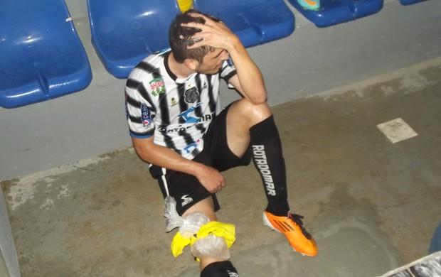 Ramon Zanardi machuca o joelho durante jogo contra o Auto Esporte (Foto: Silas Batista / Globoesporte.com/pb)
