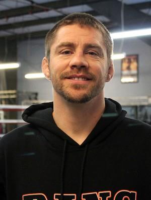Técnico de Mendes admite que no escuchó el final del primer round de la pelea