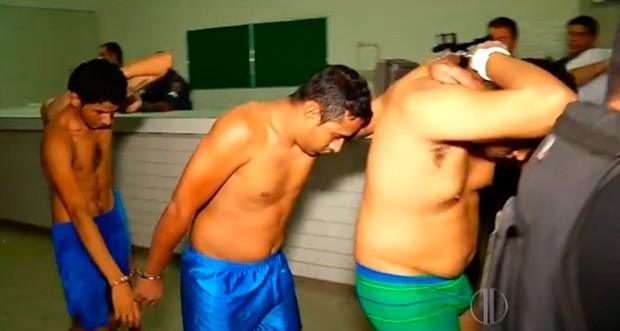 Já na madrugada, detentos foram transferidos para outras unidades prisionais da Grande Natal (Foto: Reprodução/Inter TV Cabugi)