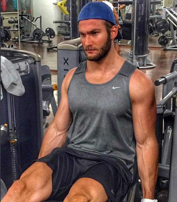 Wesley dá duro na academia: cuidado com o corpo (Foto: Reprodução)