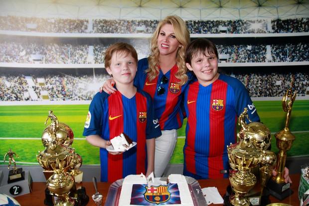 Val Marchiori e filhos (Foto: Marcos Ribas/Brazil News)