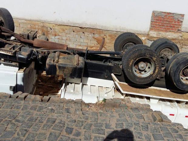 Acidente ocorreu no bairro Aeroporto Velho, em Guanambi. (Foto: GuanambiFM.com.br)