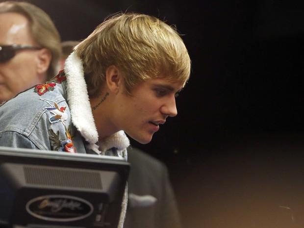 Justin Bieber se despediu de sua Ferrari azul (Foto: Patrick Breen/The Arizona Republic via AP)