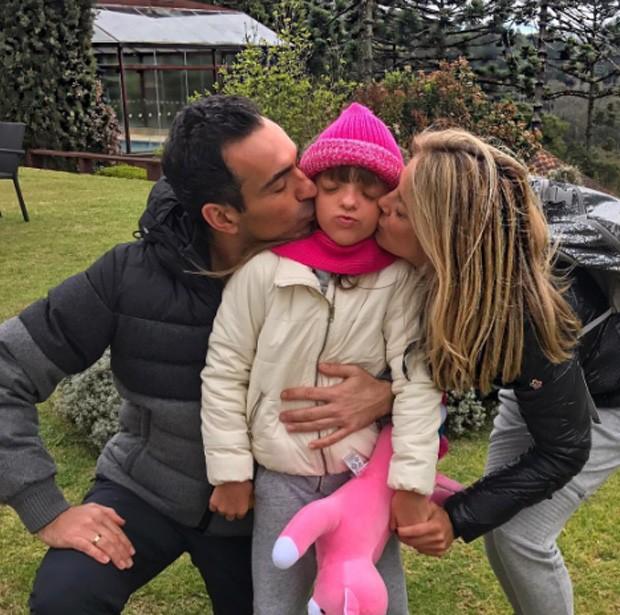 Ticiane Pinheiro com o noivo, César Tralli, e a filha, Rafa Justus (Foto: Reprodução/Instagram)