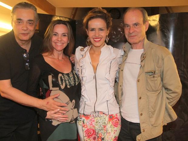 José Rubens Chachá, Flávia Monteiro, Leona Cavalli e Ney Matogrosso em teatro na Zona Sul do Rio (Foto: Daniel Delmiro/ Ag. News)