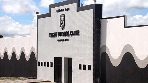 fachada do estádio do Treze-PB (Foto: Divulgação / Site Oficial)