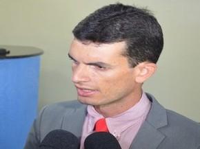 Líder da oposição diz que não acredita em mudanças (Foto: Tássio Andrade/G1)