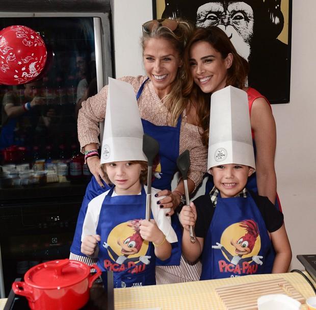 Adriane Galisteu, Wanessa Camargo, Vittório e José Marcus  (Foto: Francisco Cepeda/AgNews)