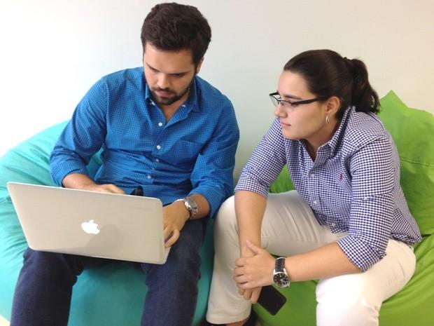 Empresários Bruna Caiado e Celso Brandão, donos do aplicativo Entrega Web, em Goiânia, Goiás (Foto: Luísa Gomes/G1)
