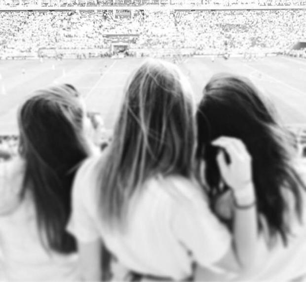 Sasha vendo jogo do Brasil com os amigos (Foto: Instagram / Reprodução)