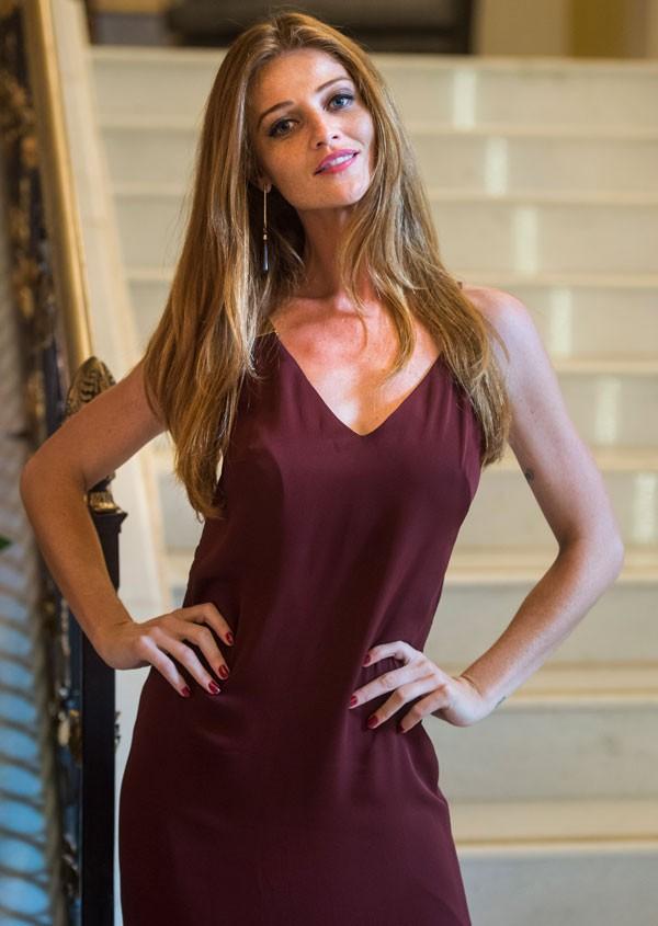 Cintia Dicker como a modelo Ulla em Pega Pega (Foto: Divulgação/TVGlobo)
