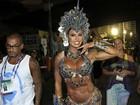 Gracyanne Barbosa se protege de fantasia com curativos