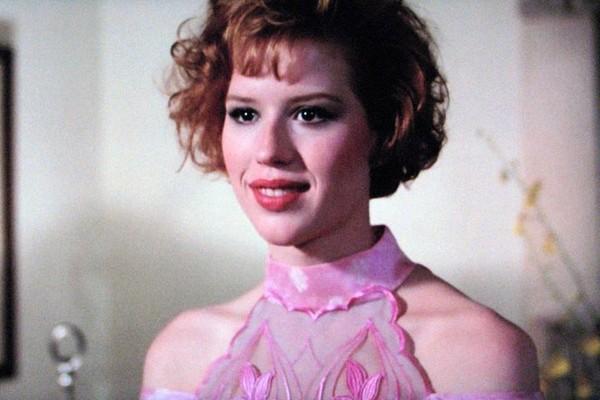 Molly Ringwald em A Garota Rosa Shocking (1986) (Foto: Reprodução)