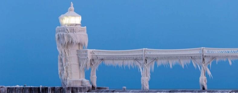 Imagens do farol congelado foram feitas por Joshua Nowicki