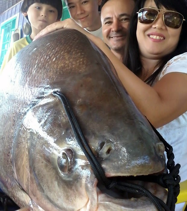 Família também comemorou a pescaria (Foto: Arquivo pessoal/ James Antônio de Souza)