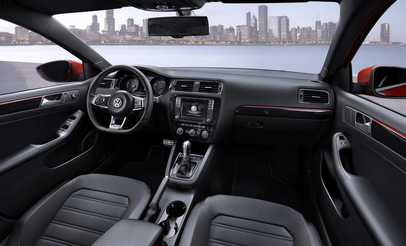 Interior do Volkswagen Sagitar é semelhante ao do Jetta brasileiro (Foto: Divulgação)