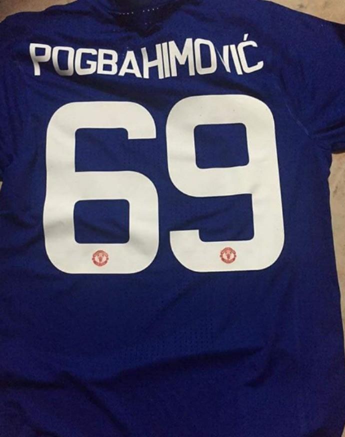 """BLOG: Torcedor """"cria"""" mito com união de craques do United em camisa: Pogbahimovic"""